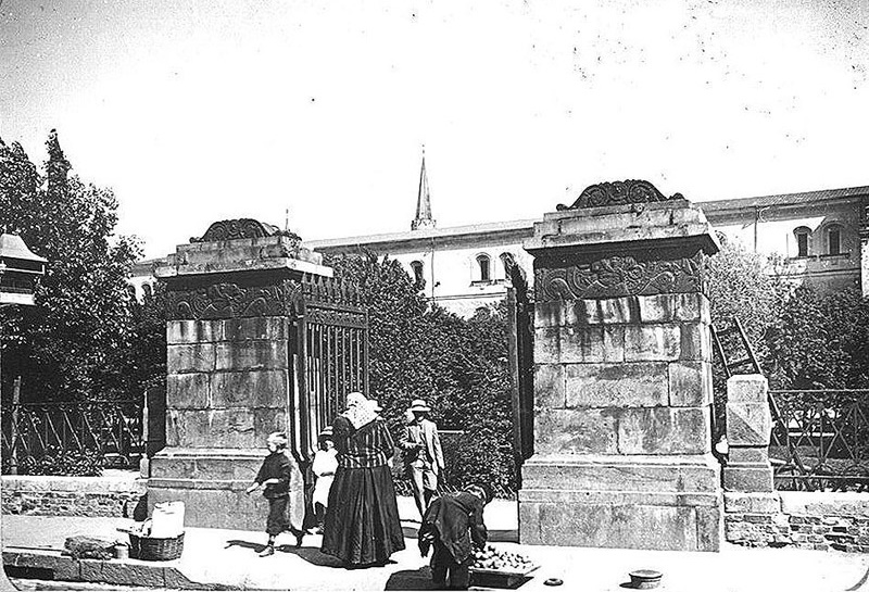Old Moscow: Gate of the Alexander Garden