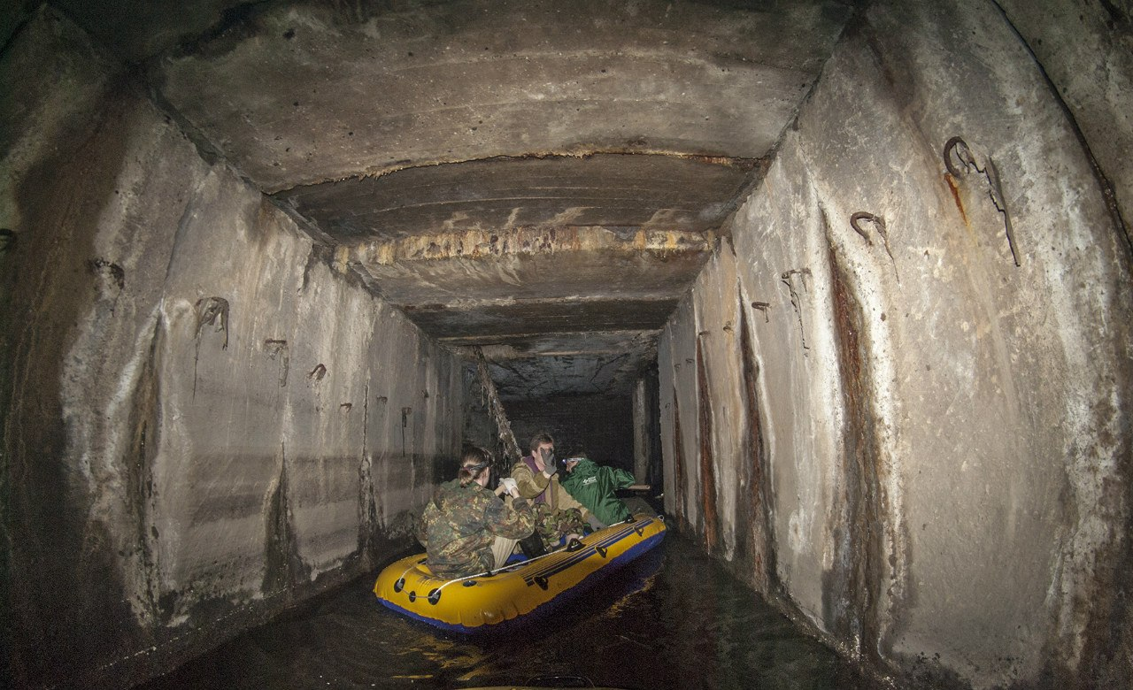 Russian rafting style: How guys have fun under the ground - 21
