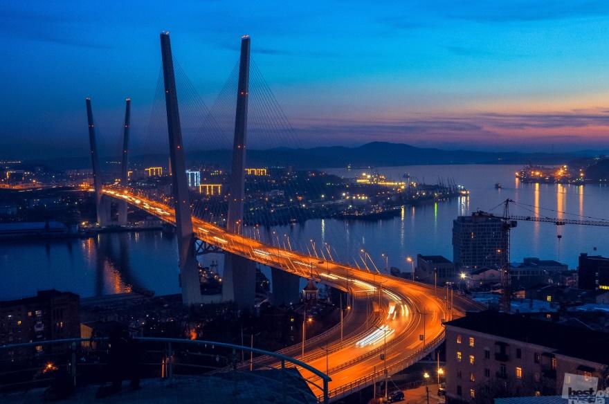 Zolotoy Rog bay bridge