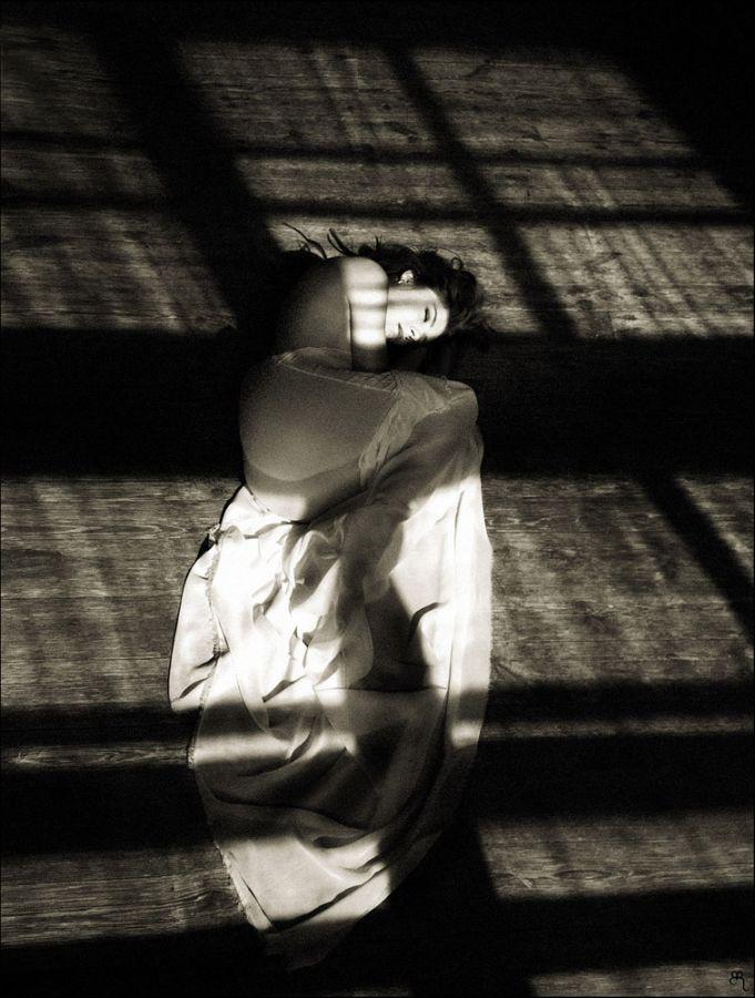 Black, grey, and white: Pensive photography art by Evgeniya Rudaya - 11