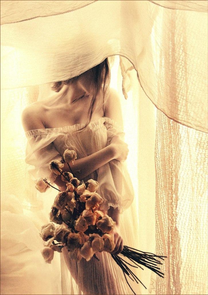 Black, grey, and white: Pensive photography art by Evgeniya Rudaya - 16