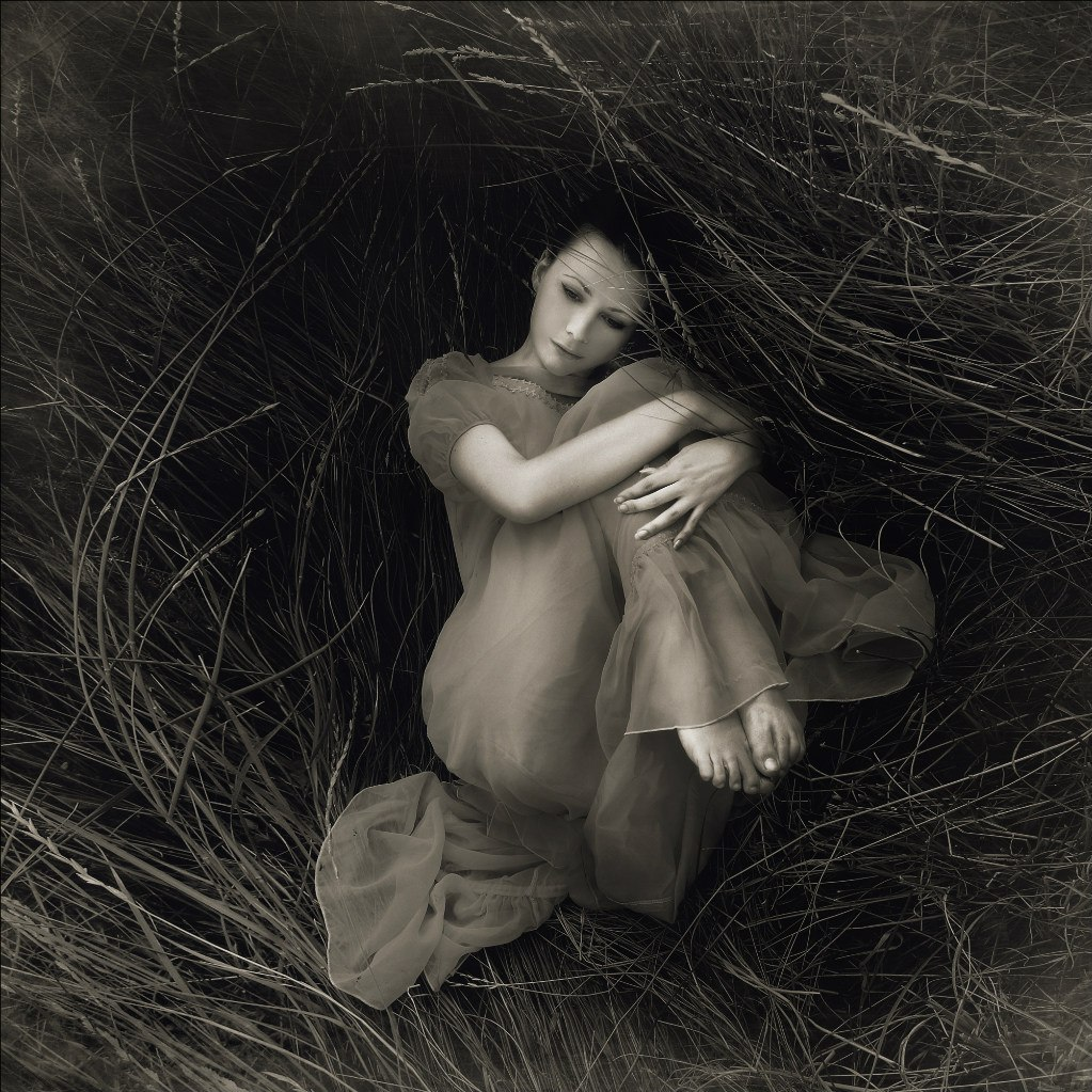 Black, grey, and white: Pensive photography art by Evgeniya Rudaya - 35
