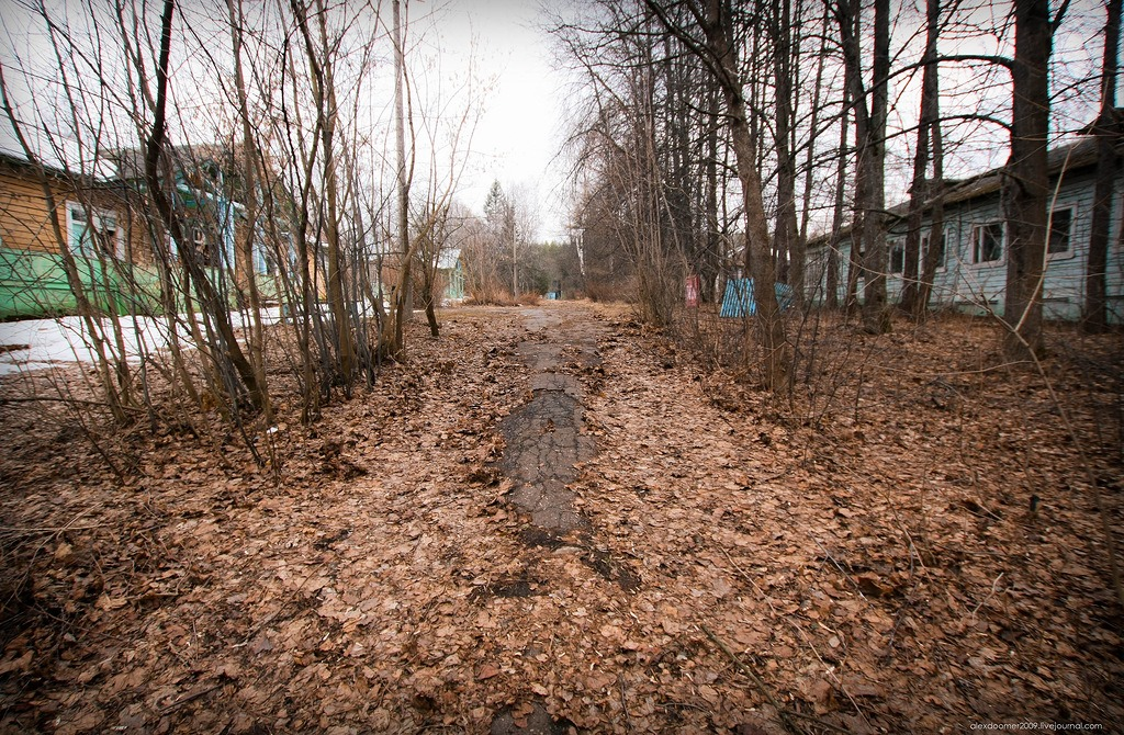 Ennui and nostalgia: Abandoned pioneer camp in Moscow Region - 17