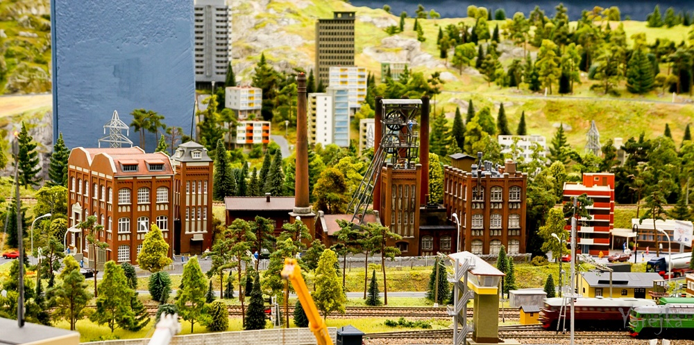 Grand model Russia: A huge detailed model of Russian urban life - 18