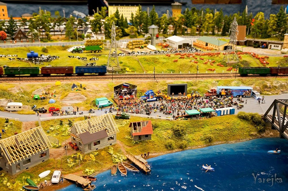 Grand model Russia: A huge detailed model of Russian urban life - 19