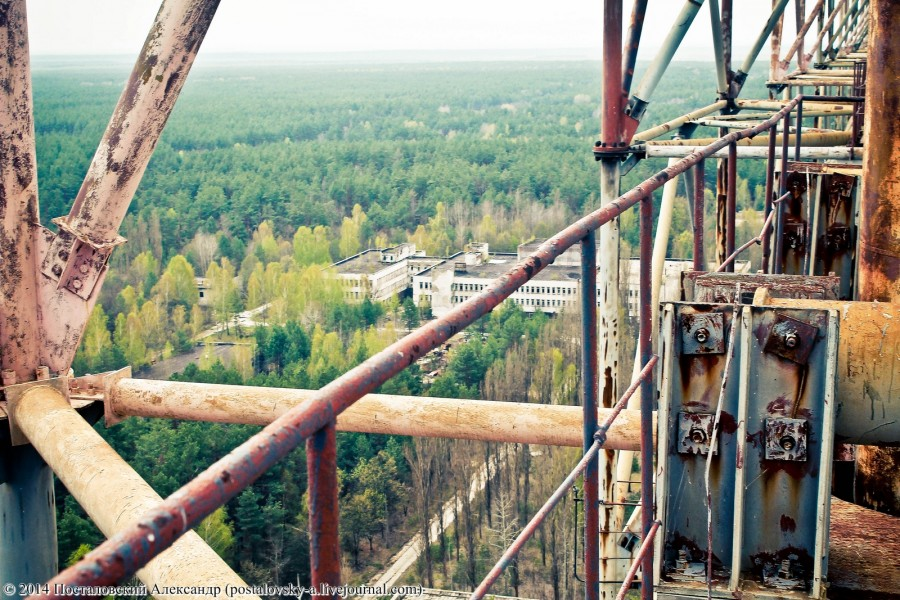 Climbing on Soviet over-the-horizon radar system Duga in Chernobyl - 08