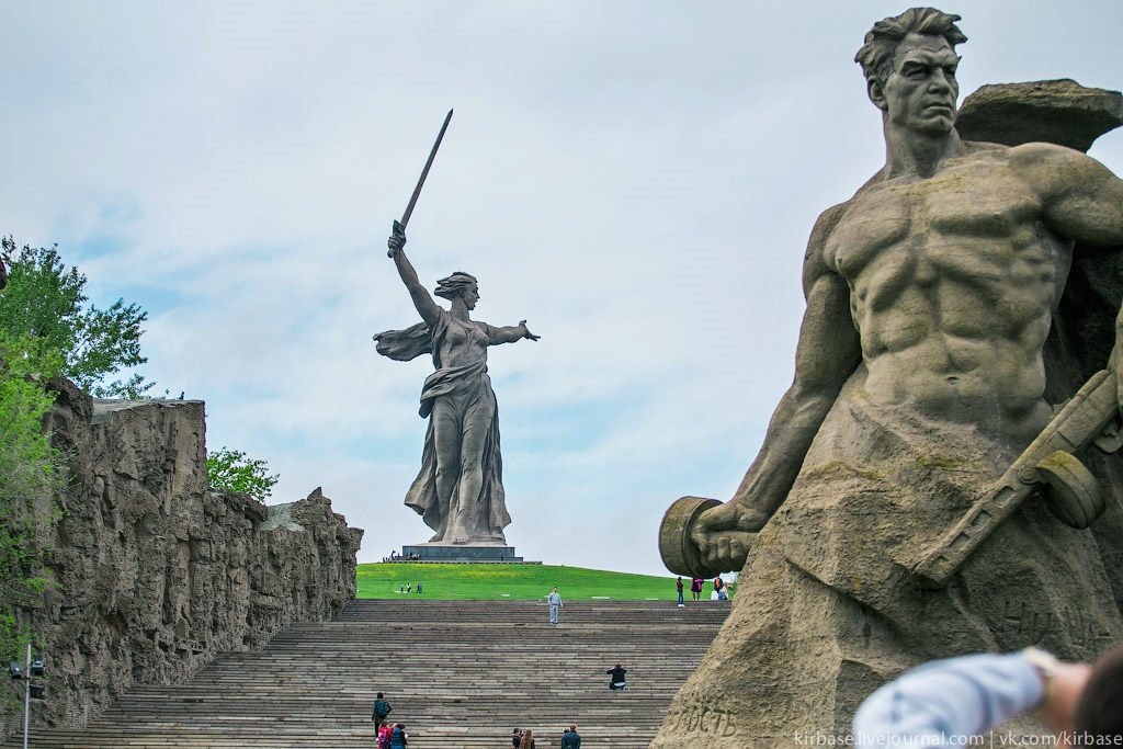 Climbing on top of the Motherland Calls Monument in Volgograd - 01