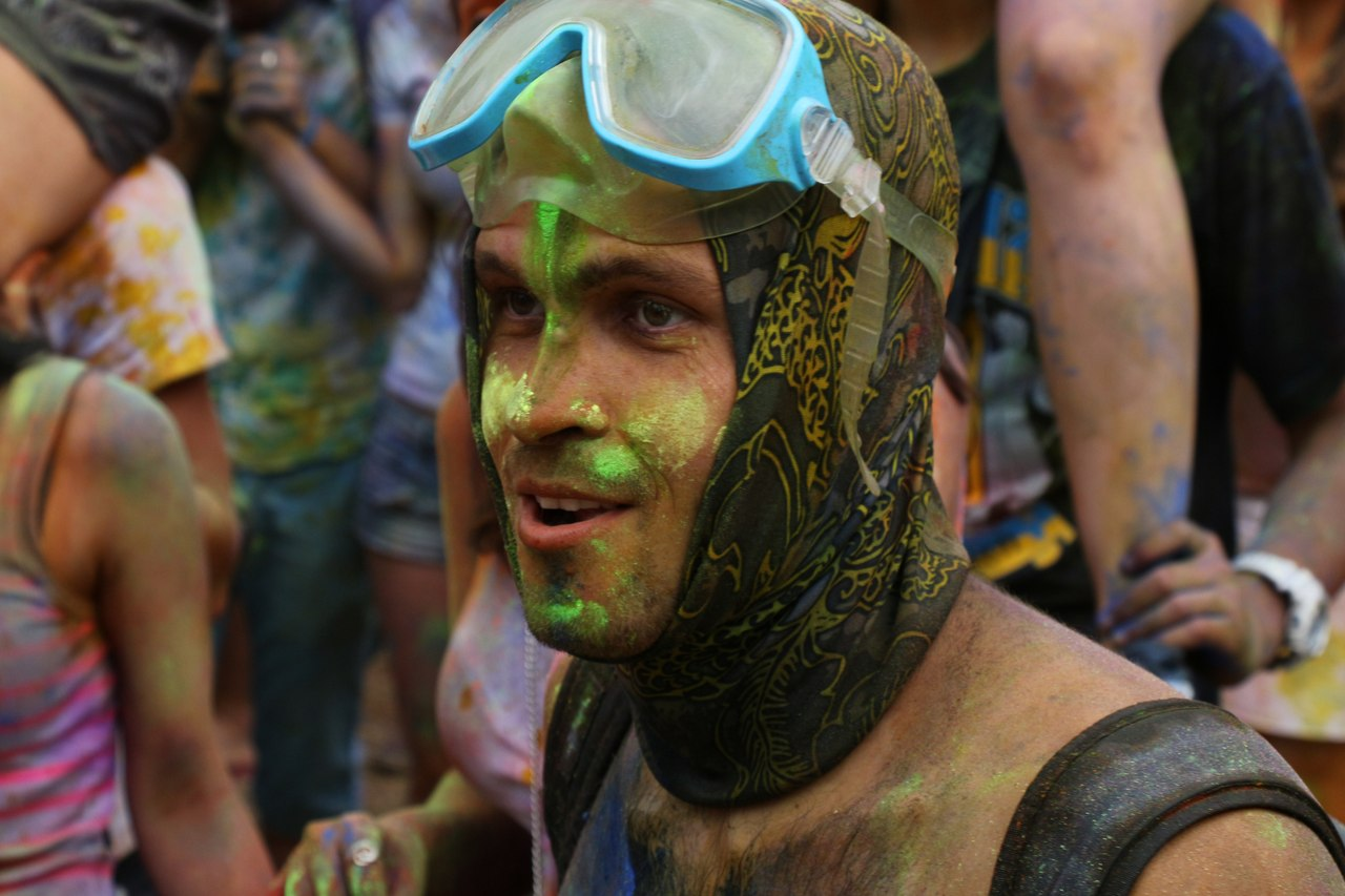 Bright summer: The festival of colours Holi in the capital of Ukraine - 01