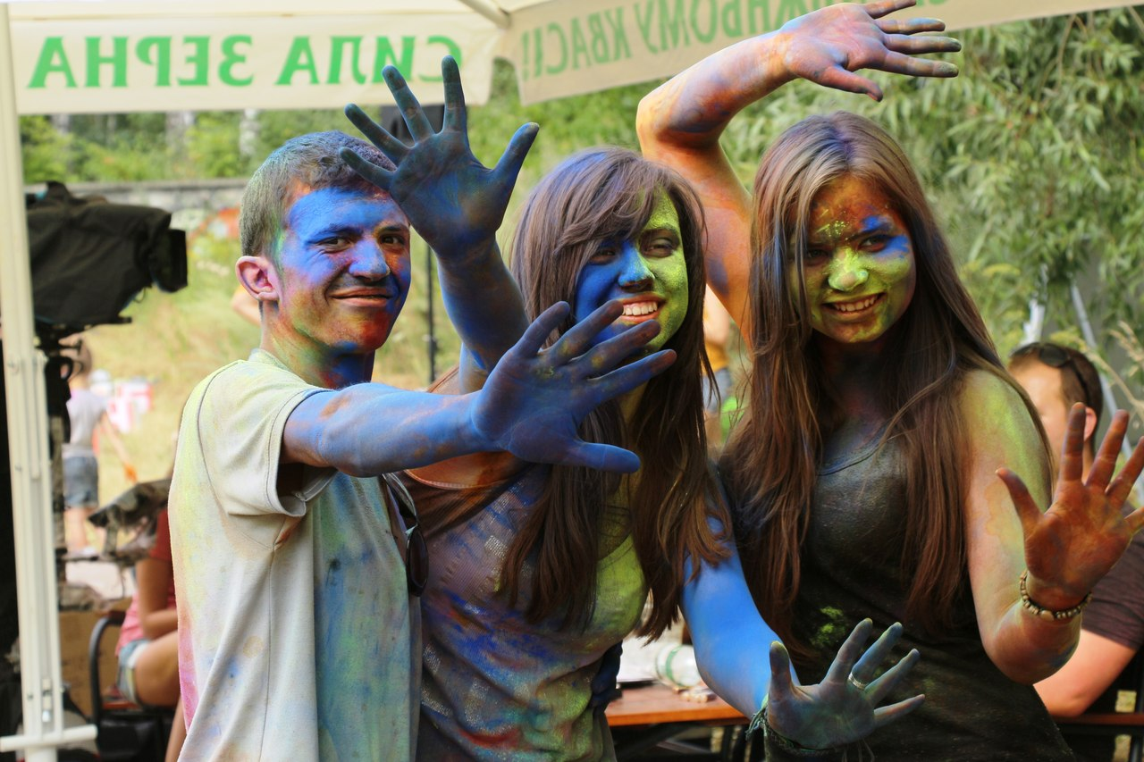 Bright summer: The festival of colours Holi in the capital of Ukraine - 17