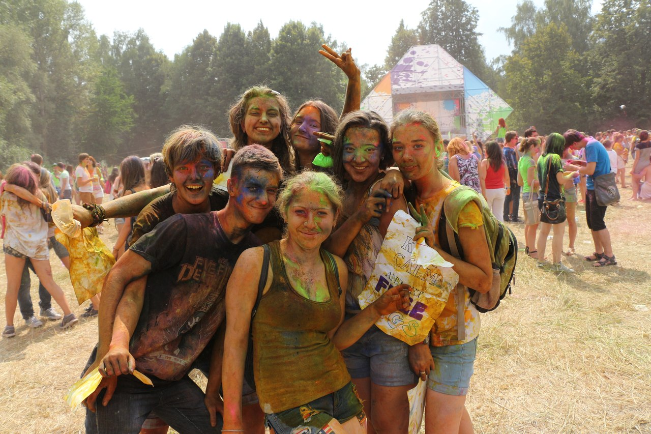 Bright summer: The festival of colours Holi in the capital of Ukraine - 32
