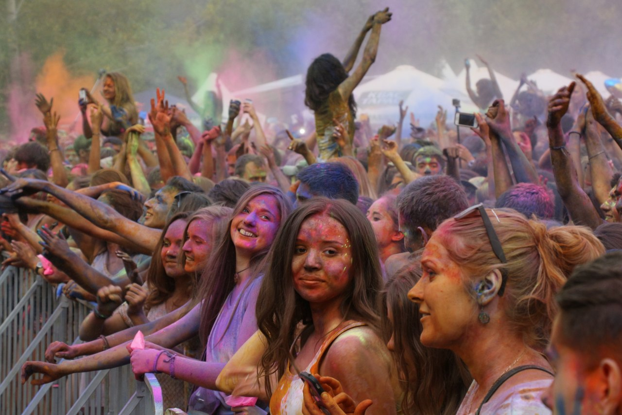 Bright summer: The festival of colours Holi in the capital of Ukraine - 07