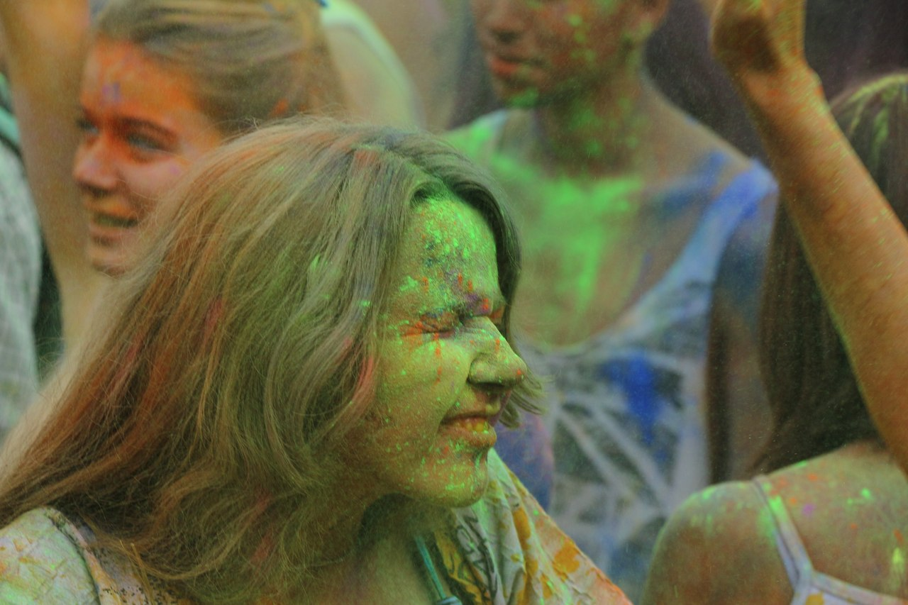 Bright summer: The festival of colours Holi in the capital of Ukraine - 08