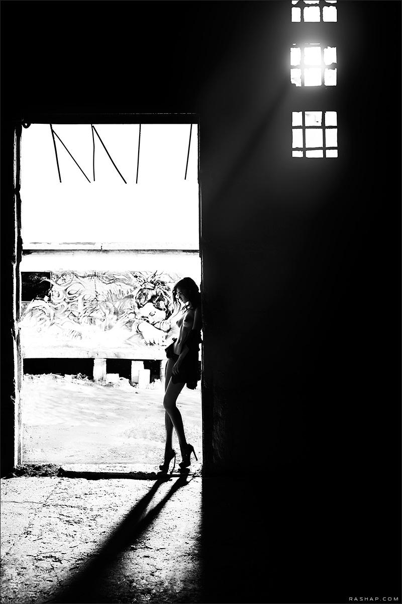 Charming black & white pictures by a photographer Ilya Rashap - 12