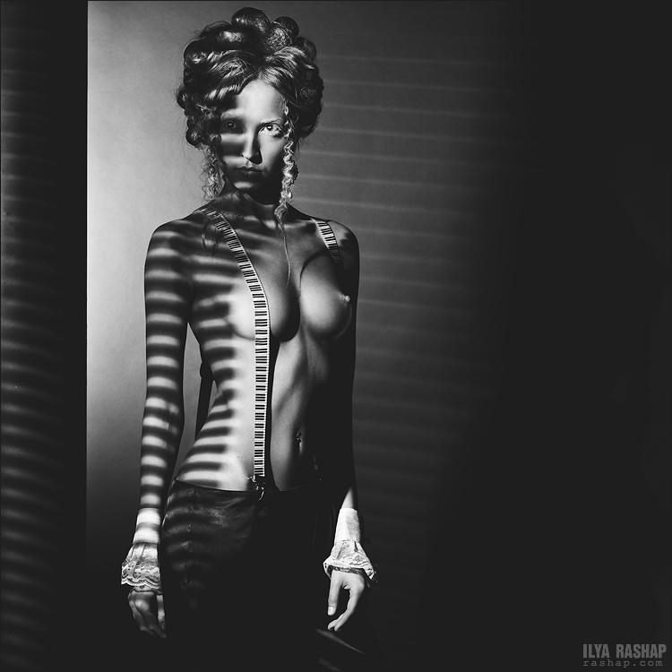 Charming black & white pictures by a photographer Ilya Rashap - 40