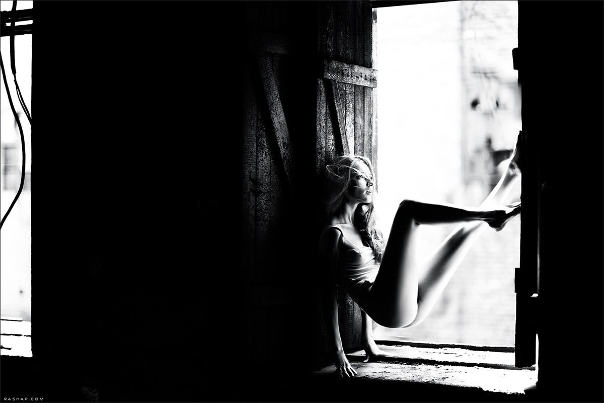 Charming black & white pictures by a photographer Ilya Rashap - 08