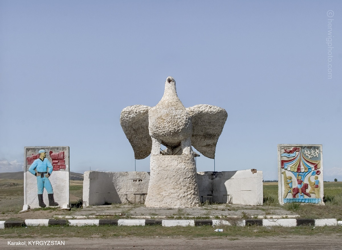The USSR legacy: Photos of Soviet bus stops by Christopher Herwig - 11
