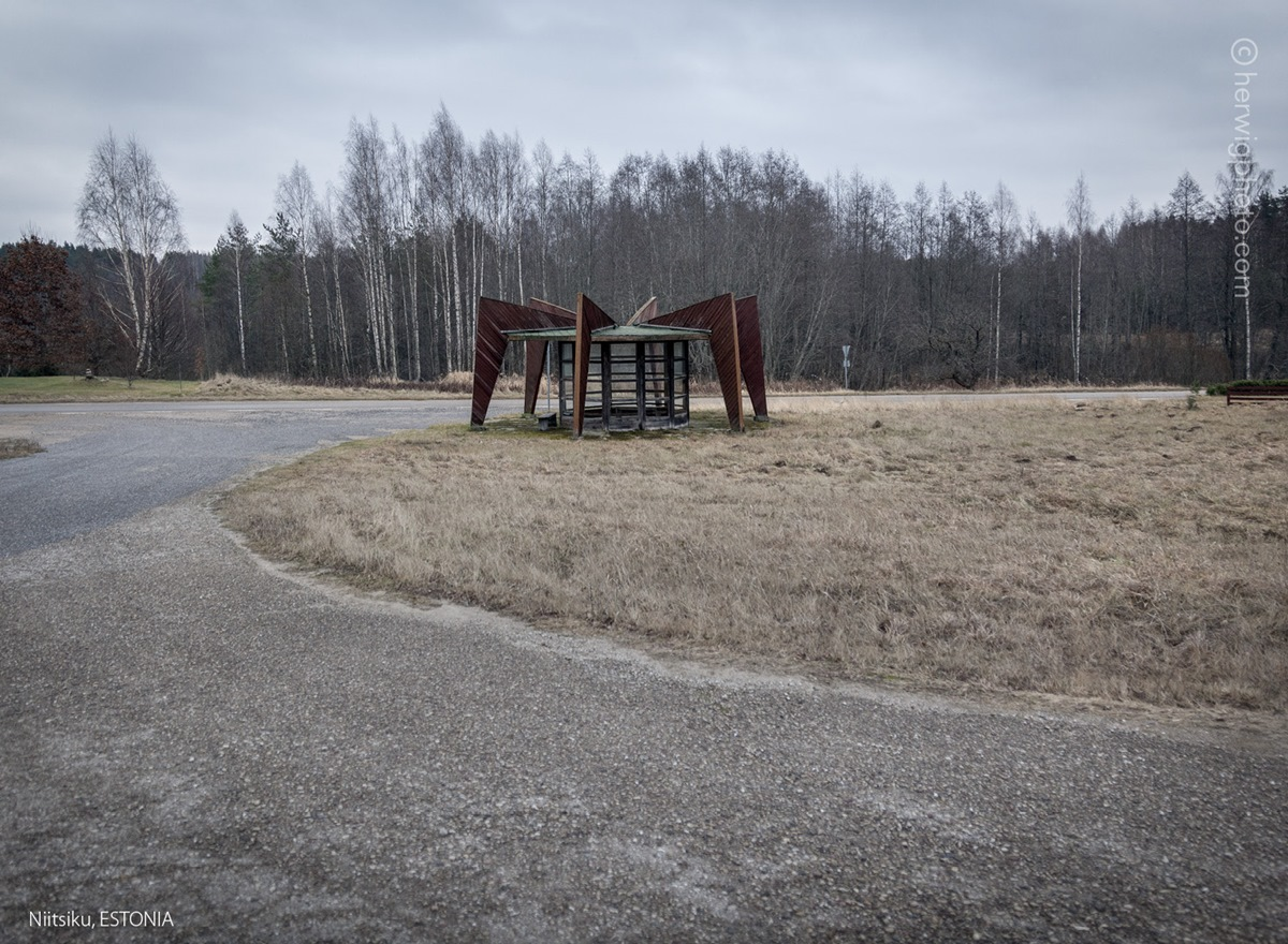The USSR legacy: Photos of Soviet bus stops by Christopher Herwig - 38