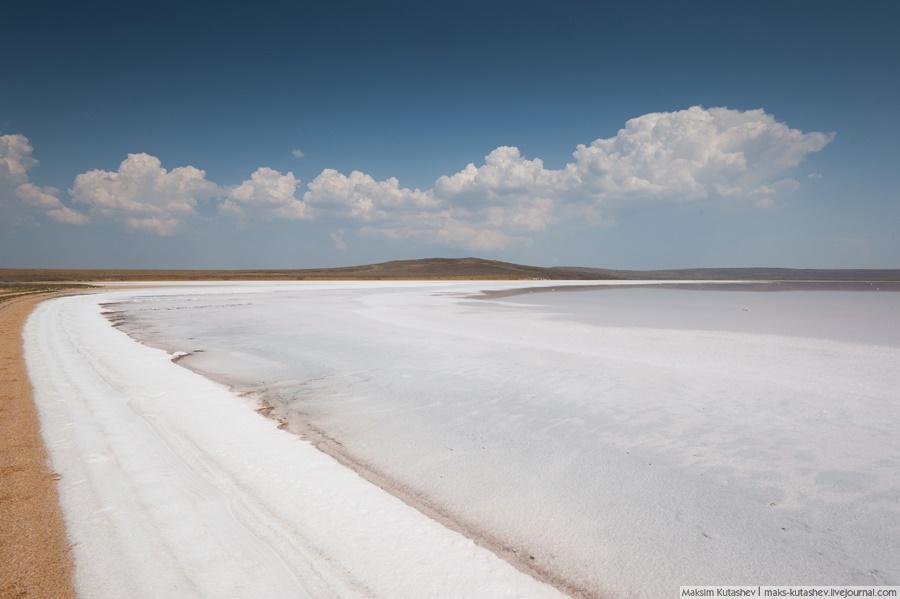 White silence: Walking on a shore of Koyashskoe lake in Crimea - 01