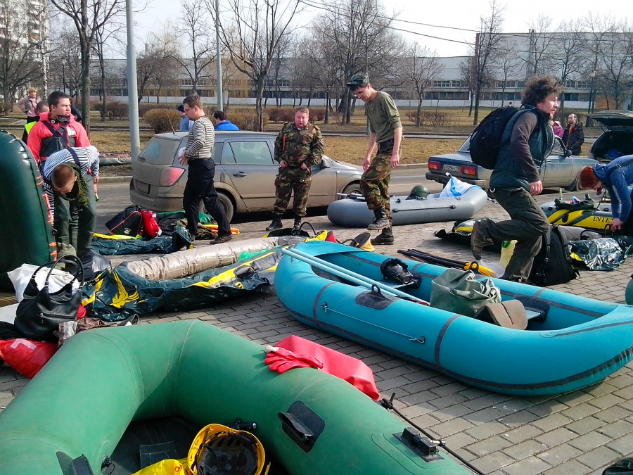 Russian rafting style: How guys have fun under the ground - 01