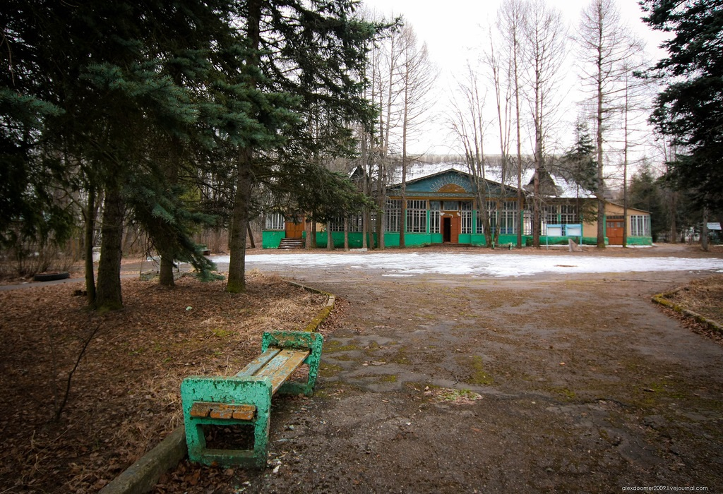 Ennui and nostalgia: Abandoned pioneer camp in Moscow Region - 01