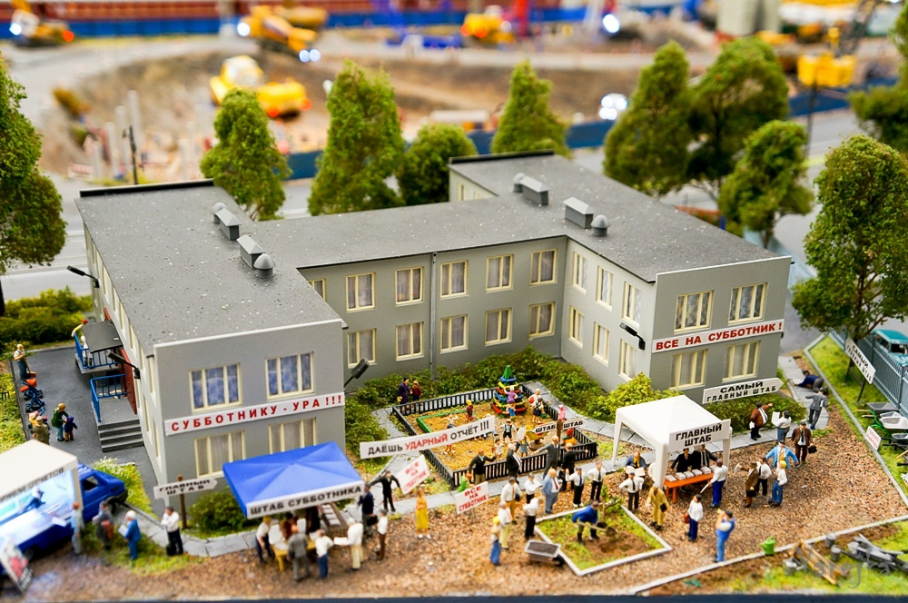 Grand model Russia: A huge detailed model of Russian urban life - 12
