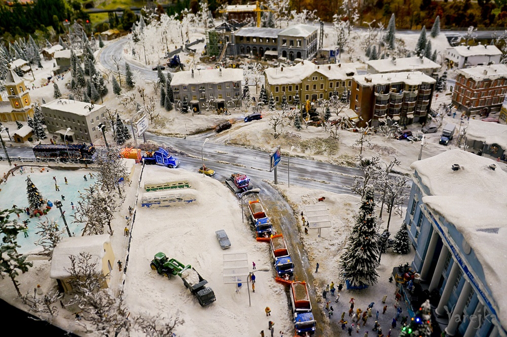 Grand model Russia: A huge detailed model of Russian urban life - 25