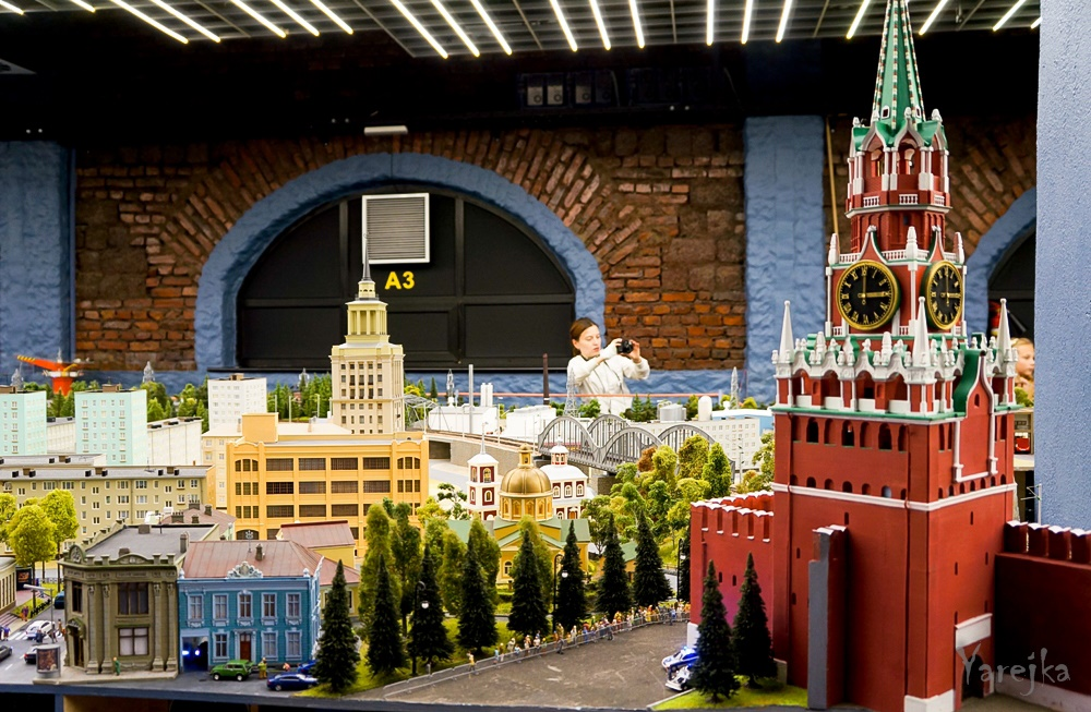 Grand model Russia: A huge detailed model of Russian urban life - 26