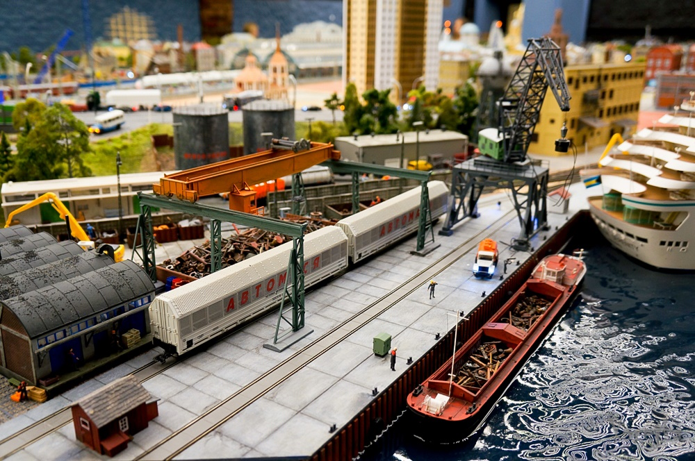 Grand model Russia: A huge detailed model of Russian urban life - 28