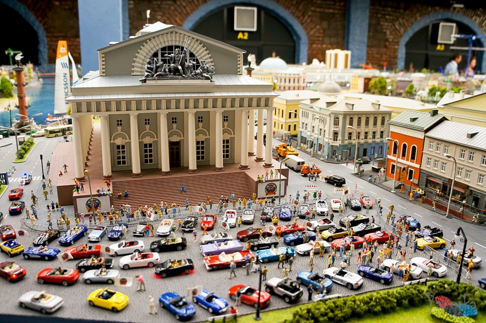 Grand model Russia: A huge detailed model of Russian urban life - 38
