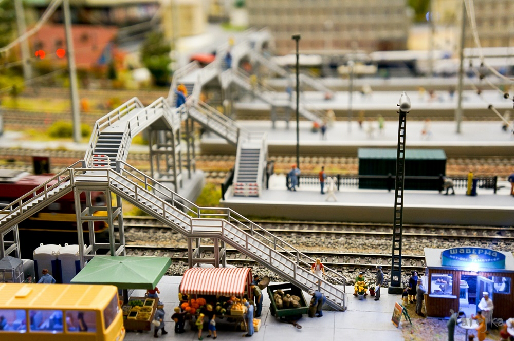 Grand model Russia: A huge detailed model of Russian urban life - 07