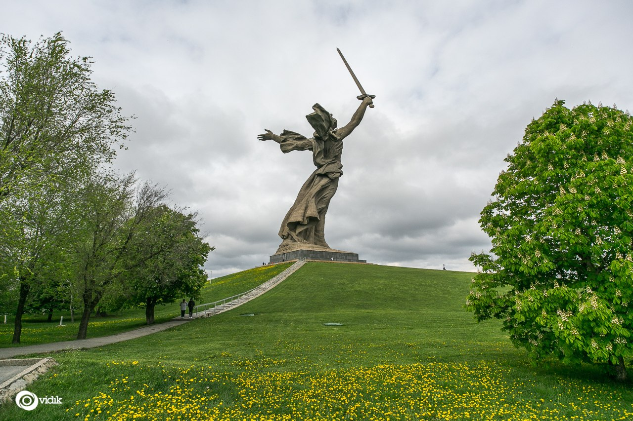 Climbing on top of the Motherland Calls Monument in Volgograd - 02