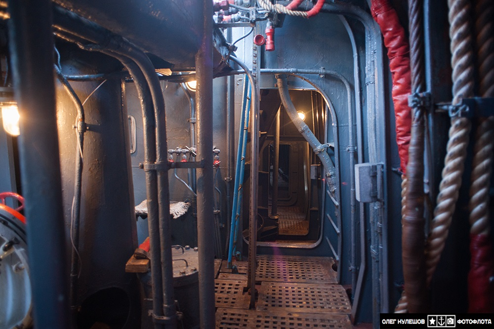 Inside a giant: Russian typhoon-class submarine TK-17 Arkhangelsk - 08