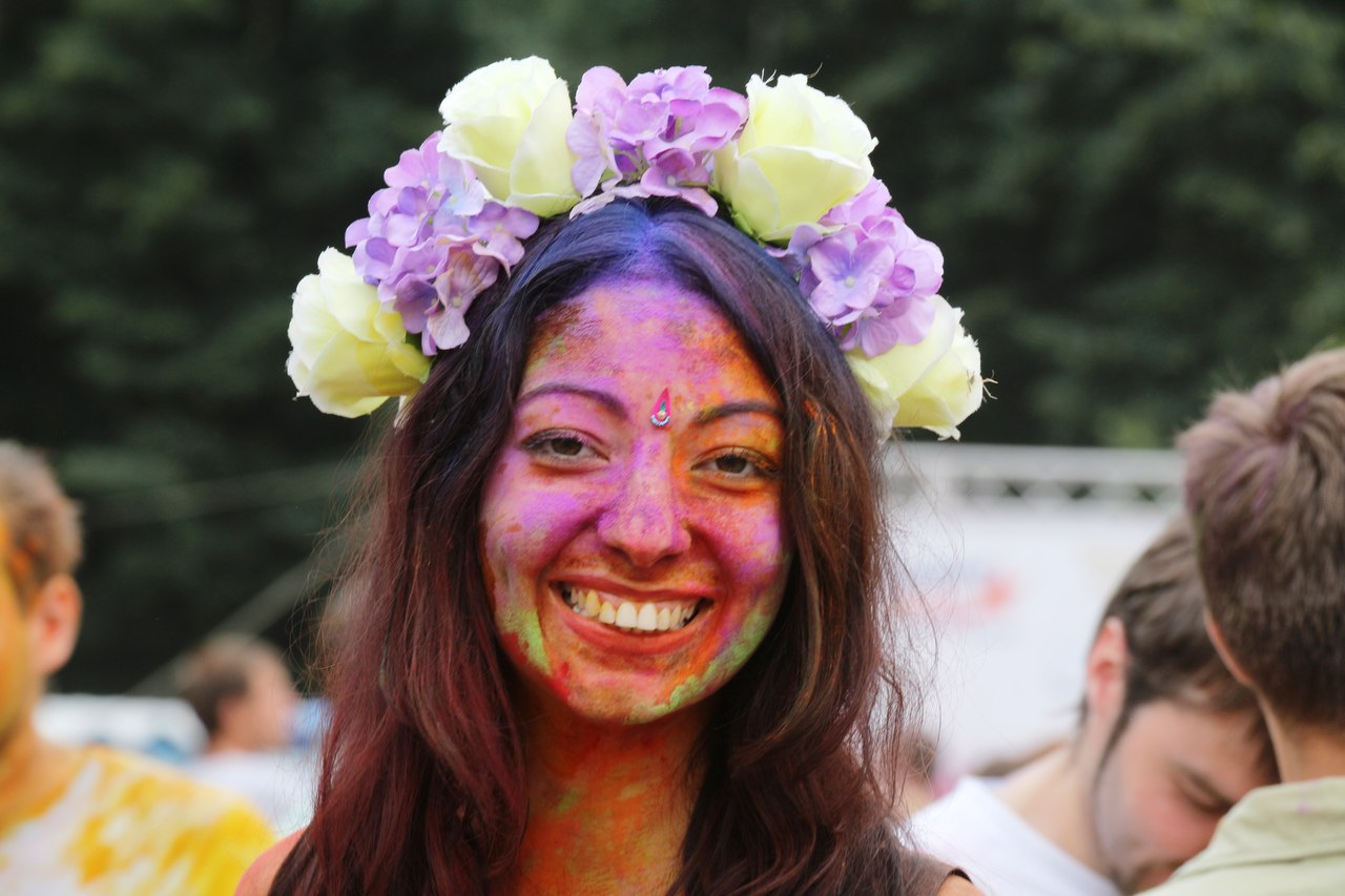 Bright summer: The festival of colours Holi in the capital of Ukraine - 13