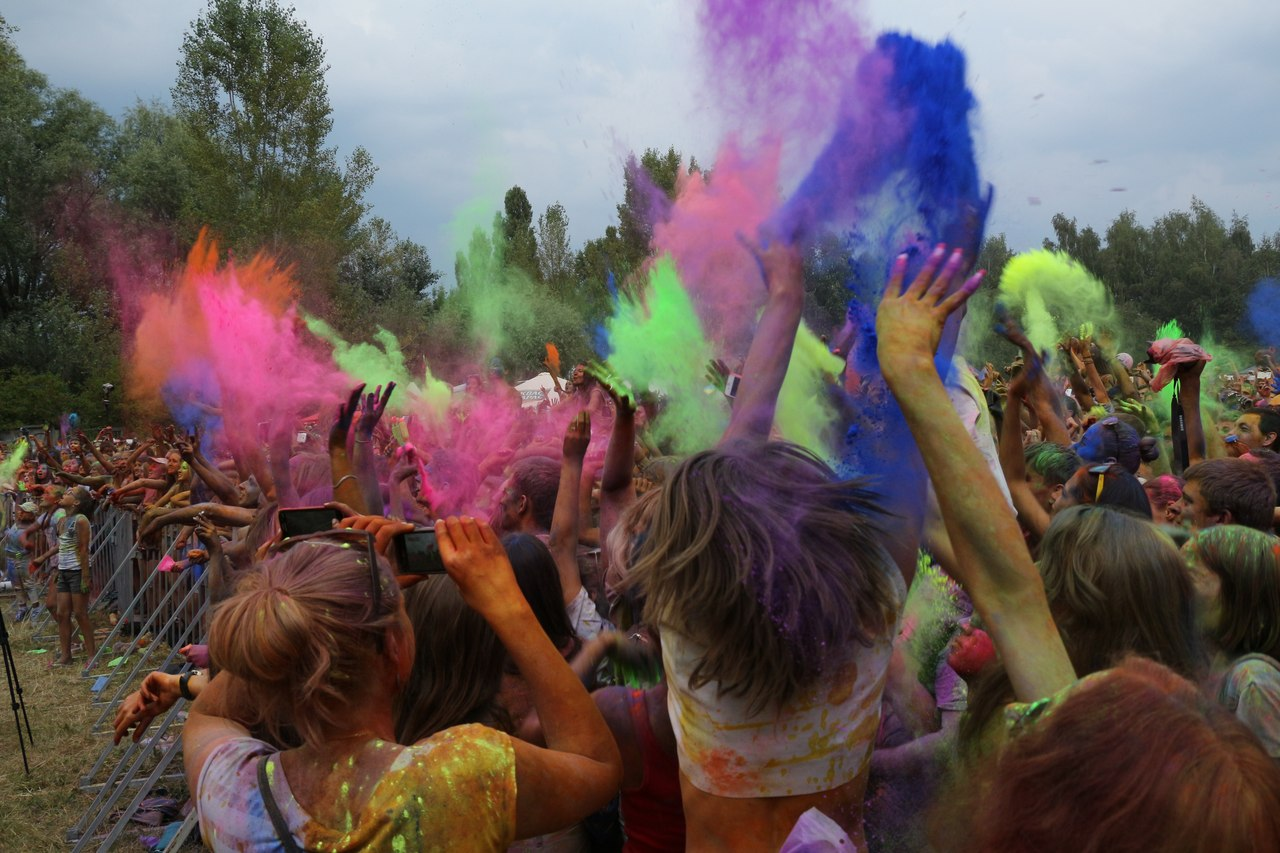 Bright summer: The festival of colours Holi in the capital of Ukraine - 03