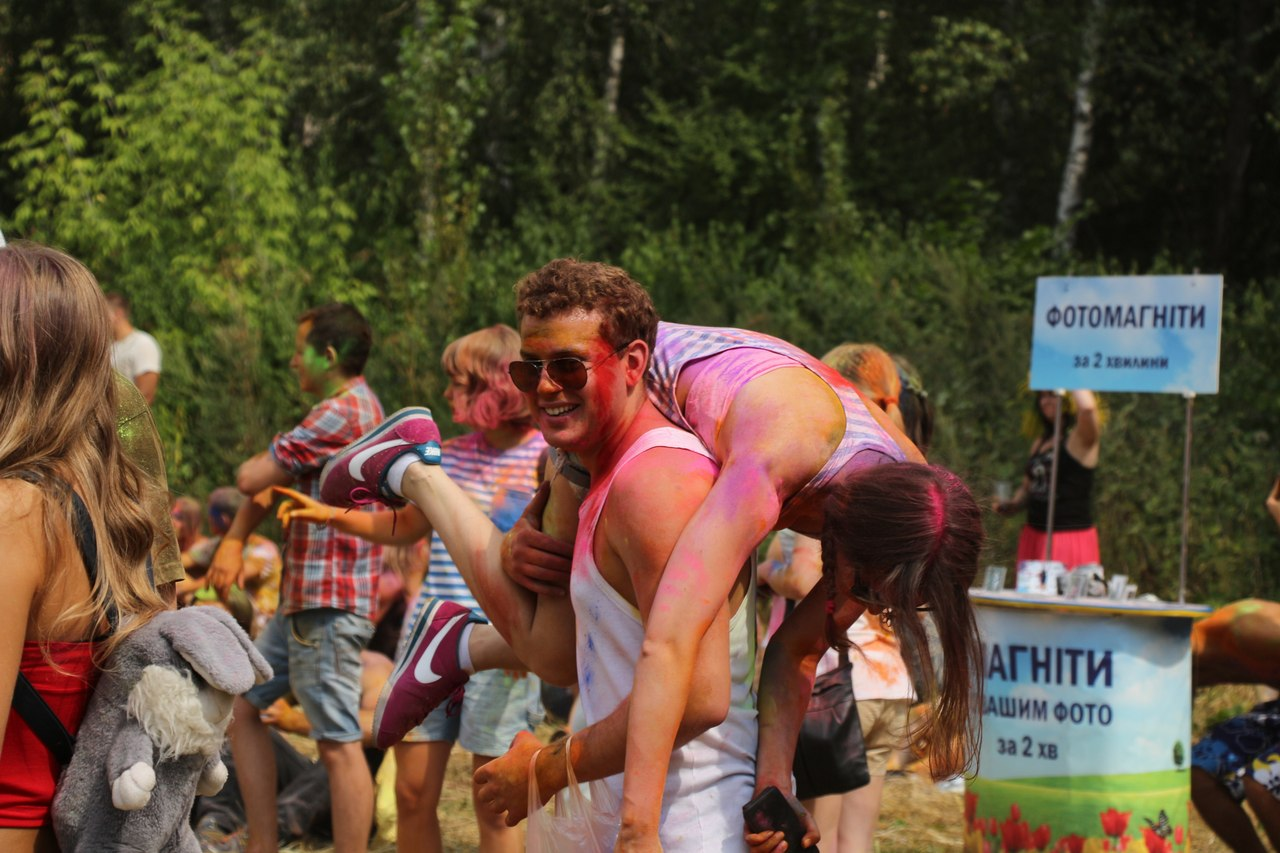 Bright summer: The festival of colours Holi in the capital of Ukraine - 37