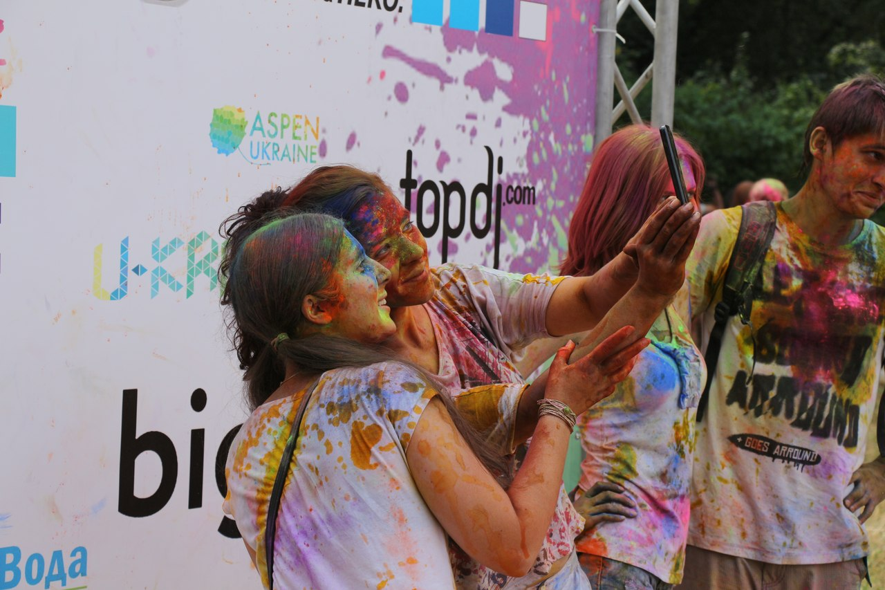 Bright summer: The festival of colours Holi in the capital of Ukraine - 39