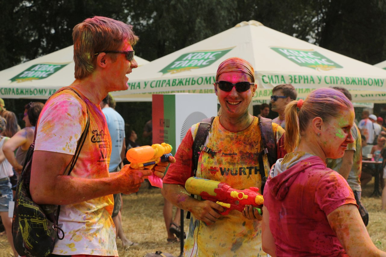 Bright summer: The festival of colours Holi in the capital of Ukraine - 45