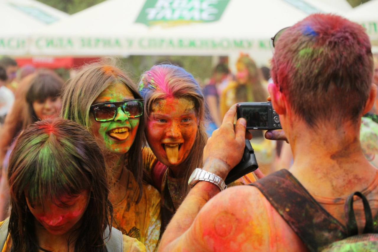 Bright summer: The festival of colours Holi in the capital of Ukraine - 59