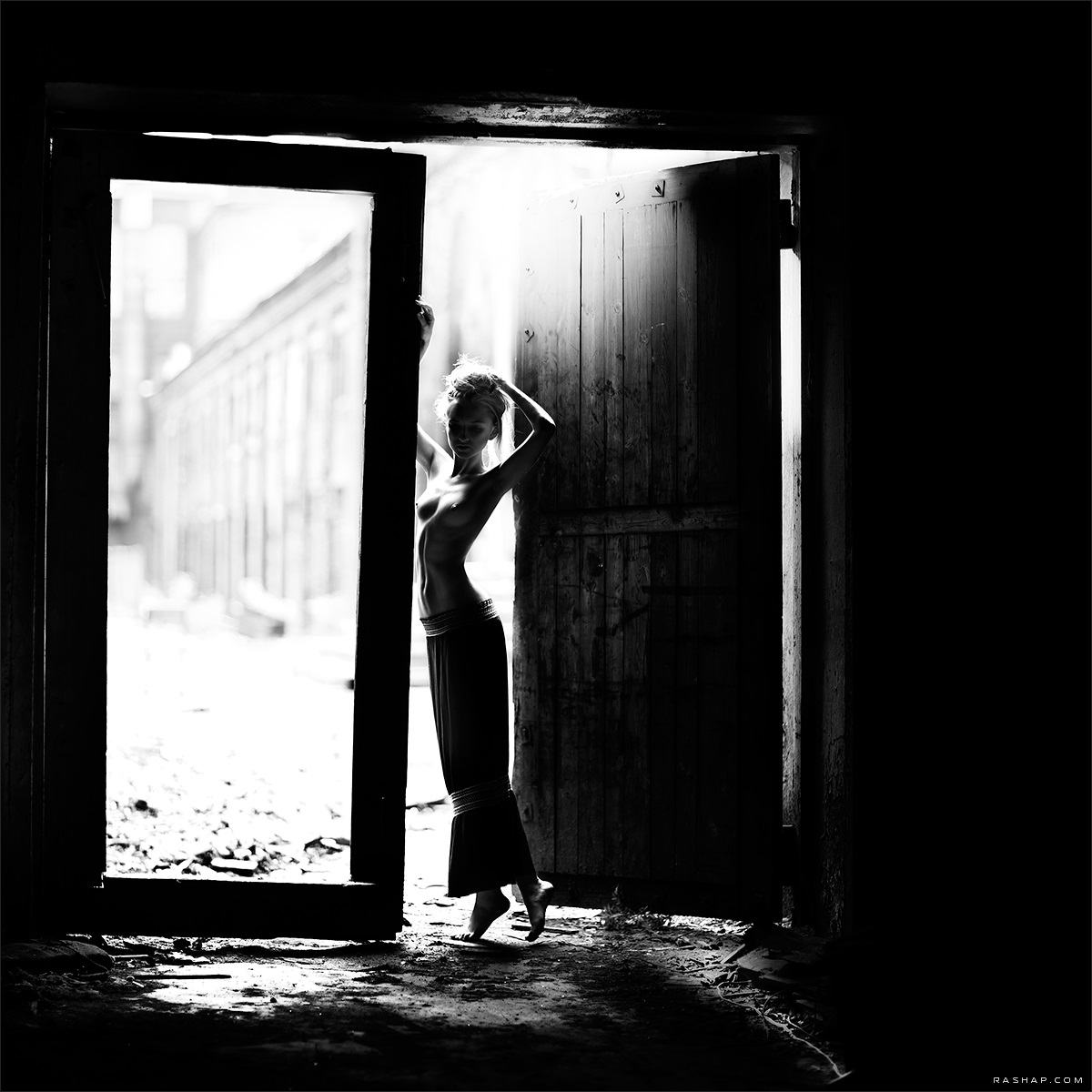 Charming black & white pictures by a photographer Ilya Rashap - 17