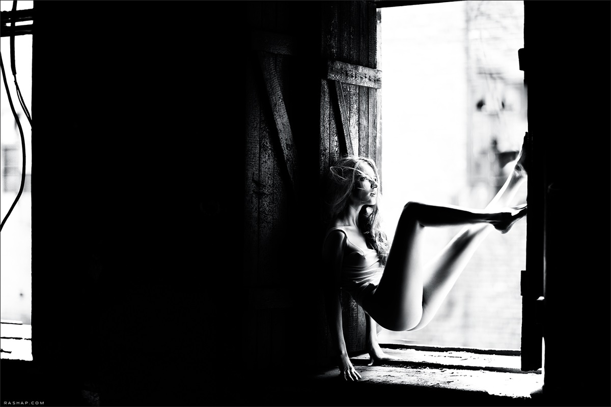 Charming black & white pictures by a photographer Ilya Rashap - 08