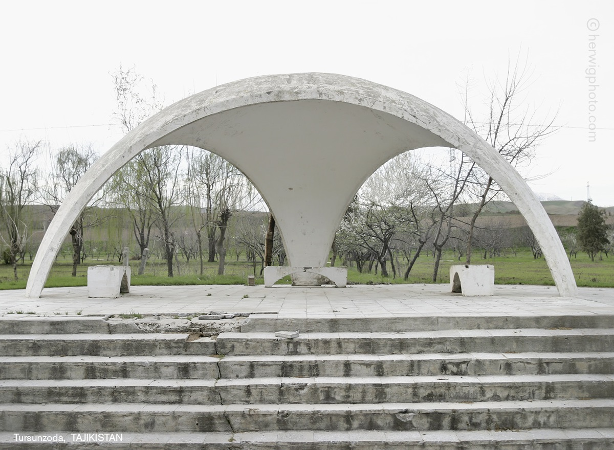 The USSR legacy: Photos of Soviet bus stops by Christopher Herwig - 09