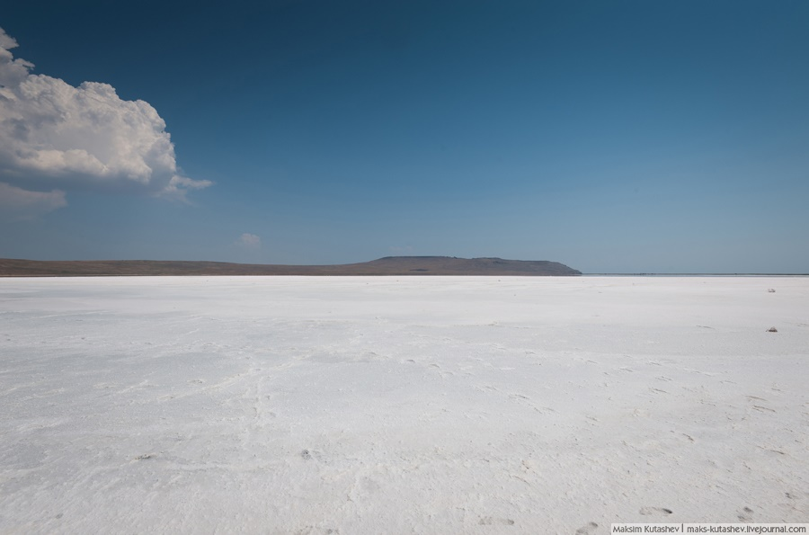 White silence: Walking on a shore of Koyashskoe lake in Crimea - 04
