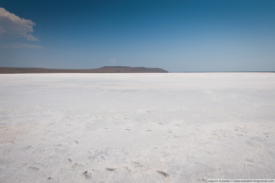 White silence: Walking on a shore of Koyashskoe lake in Crimea - 07